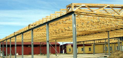 Wiązary na hali o konstrukcji stalowej czy żelbetowej