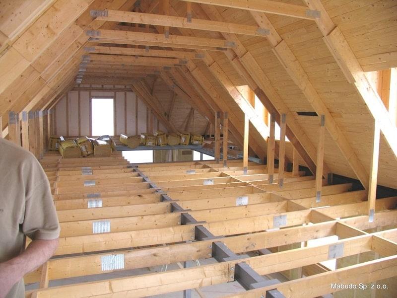 case din lemn, sudura lemnului, placi multicui, sarpanta industrializata din lemn, MiTek Romania, sarpanta din lemn, acoperis din lemn, șarpantă industrializată, fabrica de sarpante, fabrica de acoperisuri, planseu din lemn, definitie sarpanta