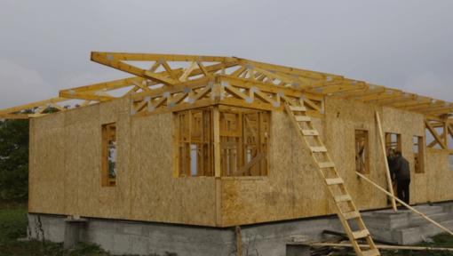casa structura din lemn asamblata cu placi multicui