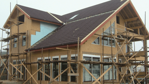 casa pe structura din lemn asamblata cu placi multicui