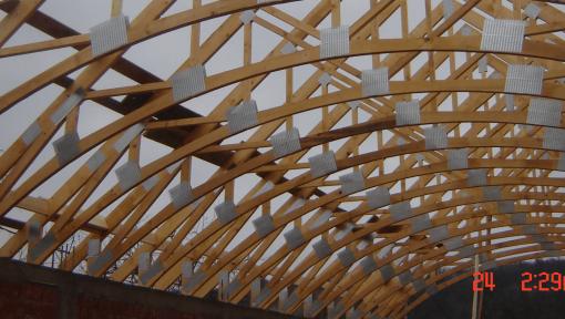 sarpanta din lemn biserica asamblata cu placi multicui