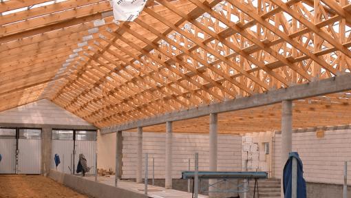 sarpanta grajd din lemn asamblata cu placi multicui