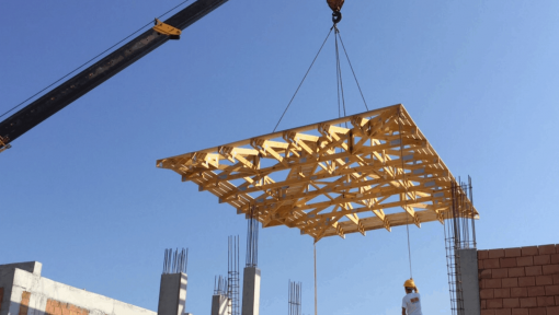 montaj sarpanta prefabricata din lemn asamblata cu placi multicui