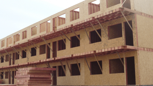 bloc pe structura din lemn asamblata cu placi multicui