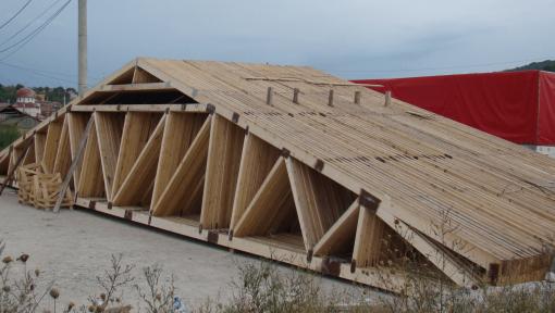 ferme sarpanta din lemn asamblate cu placi multicui