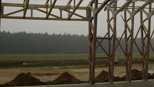 hala tip portal din lemn asamblata cu placi multicui