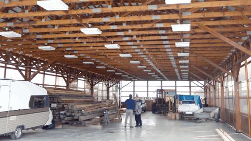 hala din lemn semirotunda