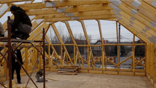 mansarda din lemn open space cu placi multicui