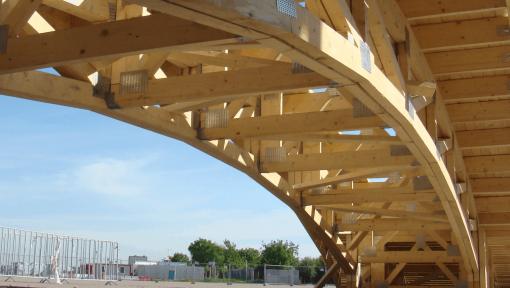 structura pod din lemn cu ferme prefabricate