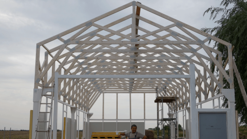 grinzi prefabricate din lemn peste structura metalica pentru garaj